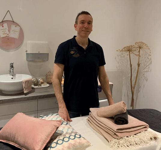 Emery van Donzel in Massagepraktijk ff Relaxen